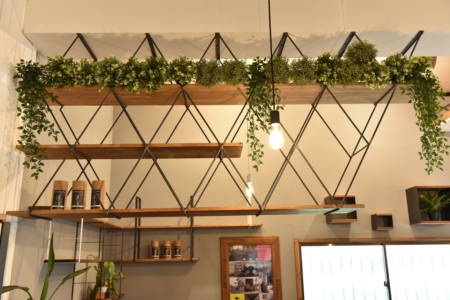 写真:Geometric Hanging Shelf