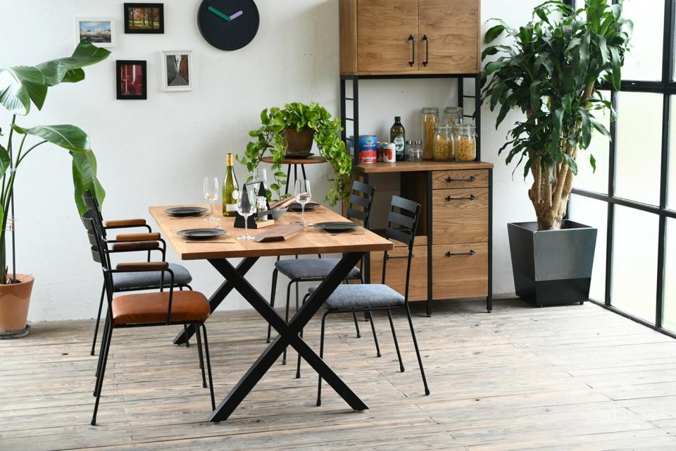 写真:DINING TABLE – X frame / OAK