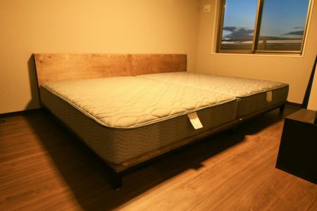写真:大阪府大阪市 A様邸 ラウンドテーブル・ベッド