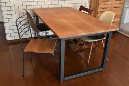 写真:OAK DINING TABLE – Square frame