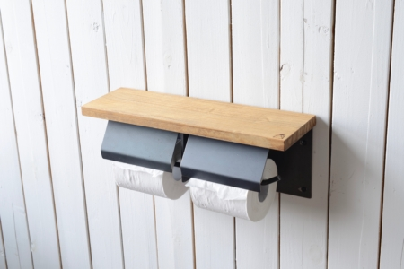 写真:PINE TOILET PAPER HOLDER with lid – double