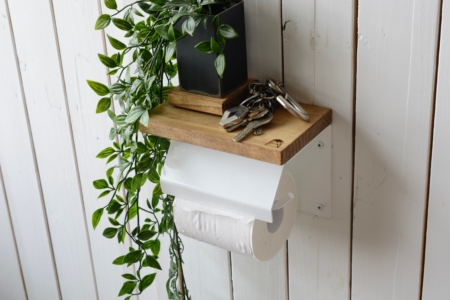 写真:PINE TOILET PAPER HOLDER with lid – single