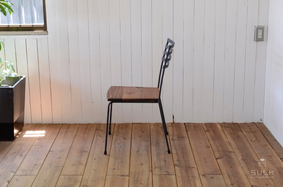 写真:STEEL CHAIR – Wood Seat