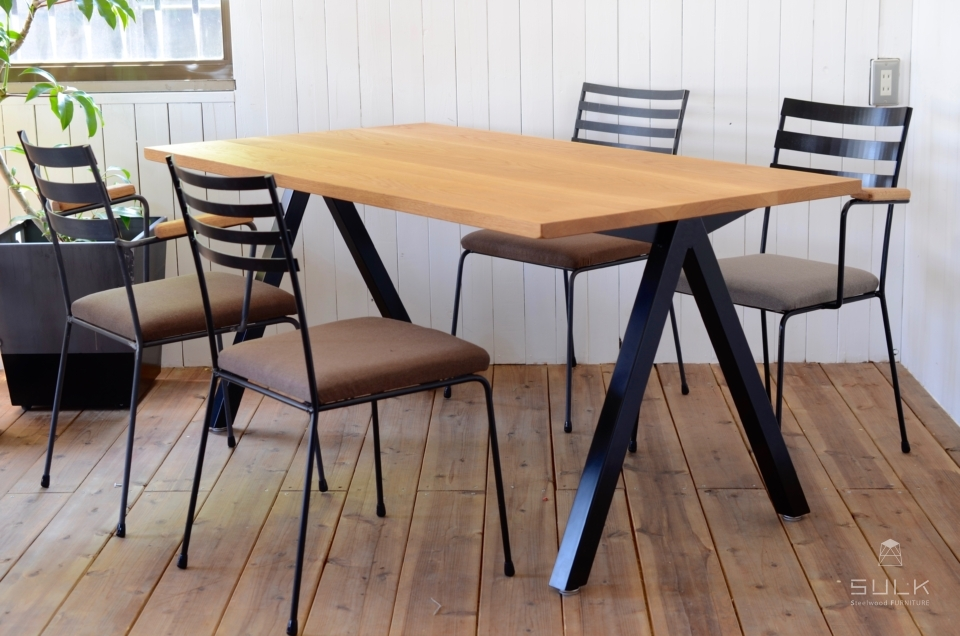 写真:OAK DINING TABLE – A frame