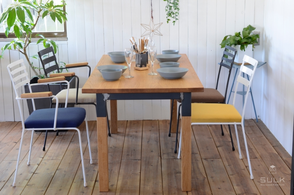 写真:OAK DINING TABLE – Steelwood frame