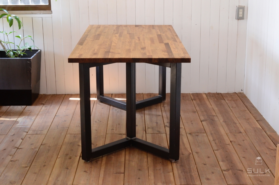 写真:LAMINATED PINE DINING TABLE – Double rectangle frame
