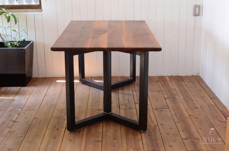 写真:WALNUT DINING TABLE – Double rectangle frame