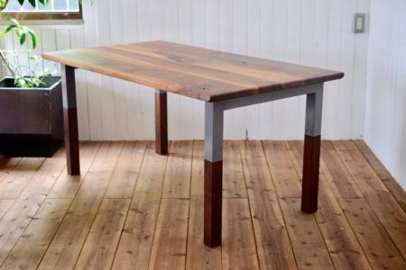 写真:WALNUT DINING TABLE – Steelwood frame