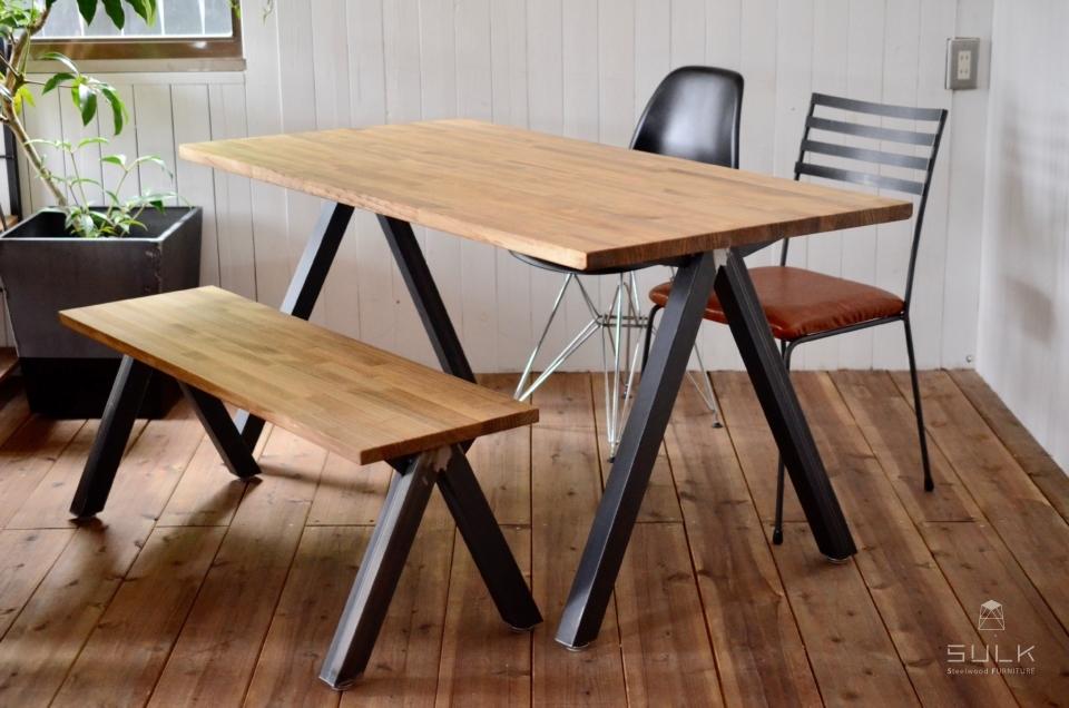 写真:LAMINATED PINE DINING TABLE – A frame