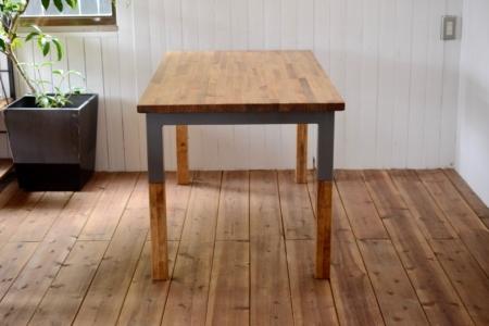 写真:LAMINATED PINE DINING TABLE – Steelwood frame