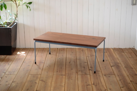 写真:Round bar table – WALNUT