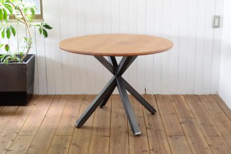 写真:OAK ROUND TABLE – Asterisk frame 5050