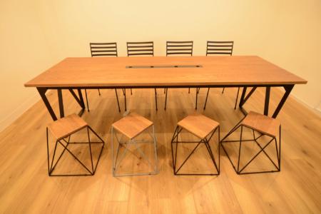 写真:大阪府大阪市 株式会社Gleaner様 会議テーブル他