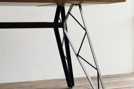 写真:SULKTABLE – truss reg / OAK