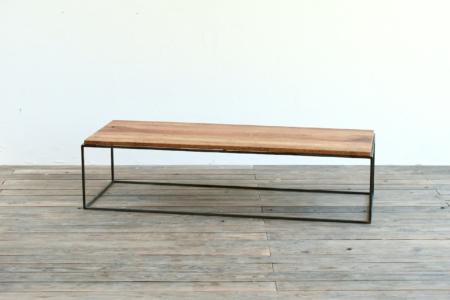 写真:W1200 TETRAGON TABLE – WALNUT