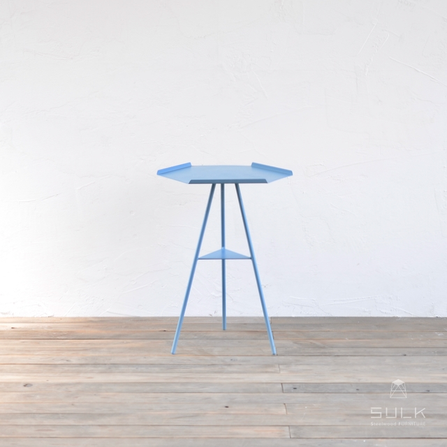 写真:Tripod table – Steeltop Middle