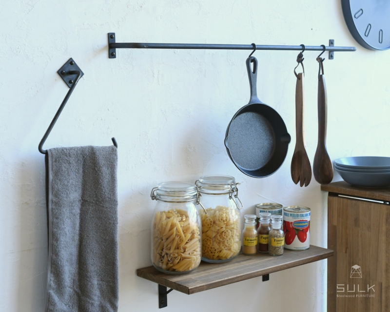 写真:TOWEL HANGER – TRIANGLE