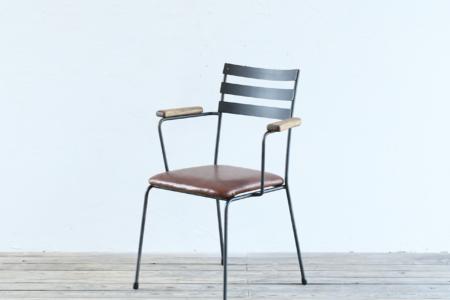 写真:BASIC ARMCHAIR – Leather Seat