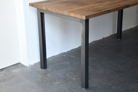 写真:PINE DINING TABLE – portal frame type
