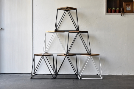 写真:PYRAMID STOOL – OAK