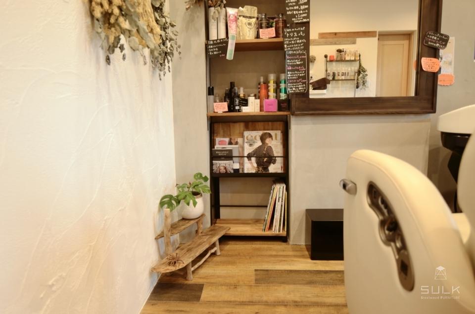 写真:大阪府和泉市 美容室Lien様 マガジンラック