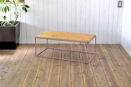 写真:TETRAGON TABLE – OAK