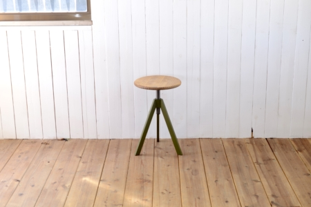 写真:TRIPOD STOOL – LOW