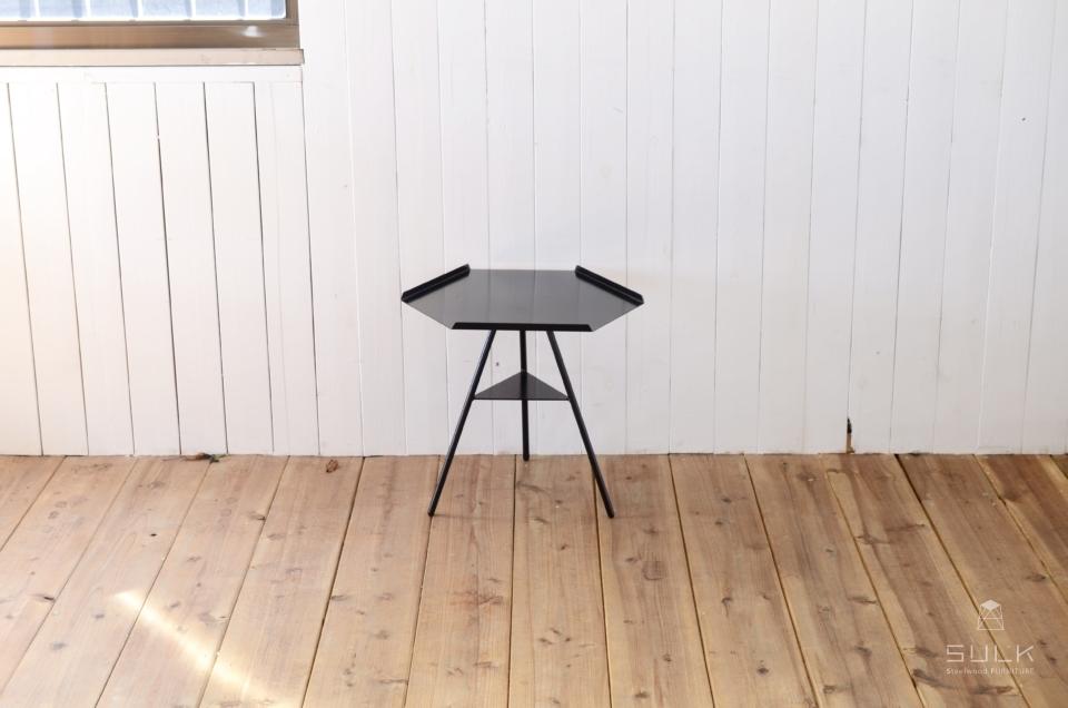 写真:Tripod table – Steeltop Low